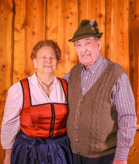 Oma & Opa  Die Seelen des Hüttendorfs. Zwar immer im Hintergrund aber ohne die Senior-Chefleut läuft hier nichts!
