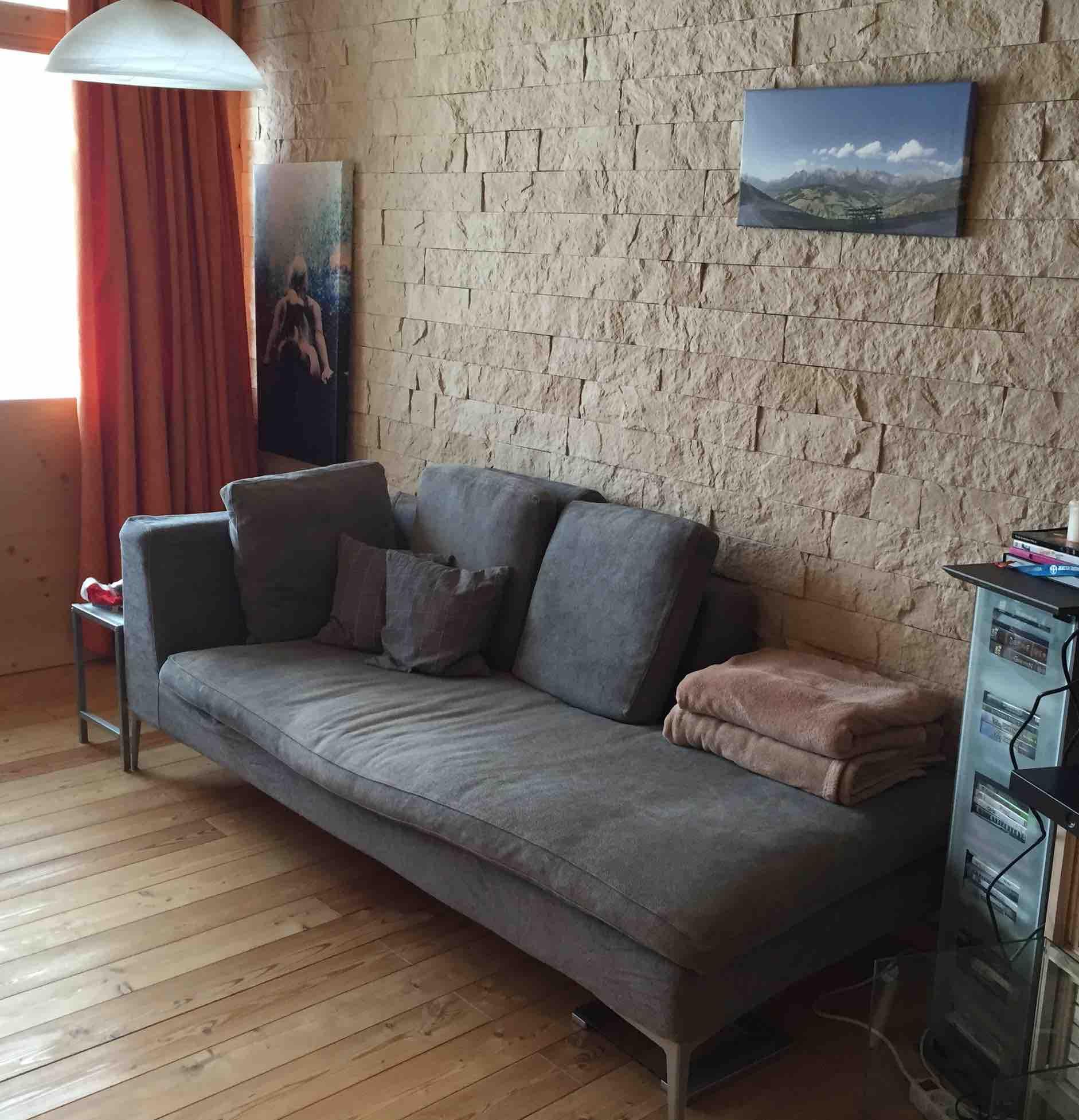 Appartementhaus_Sofa.jpg