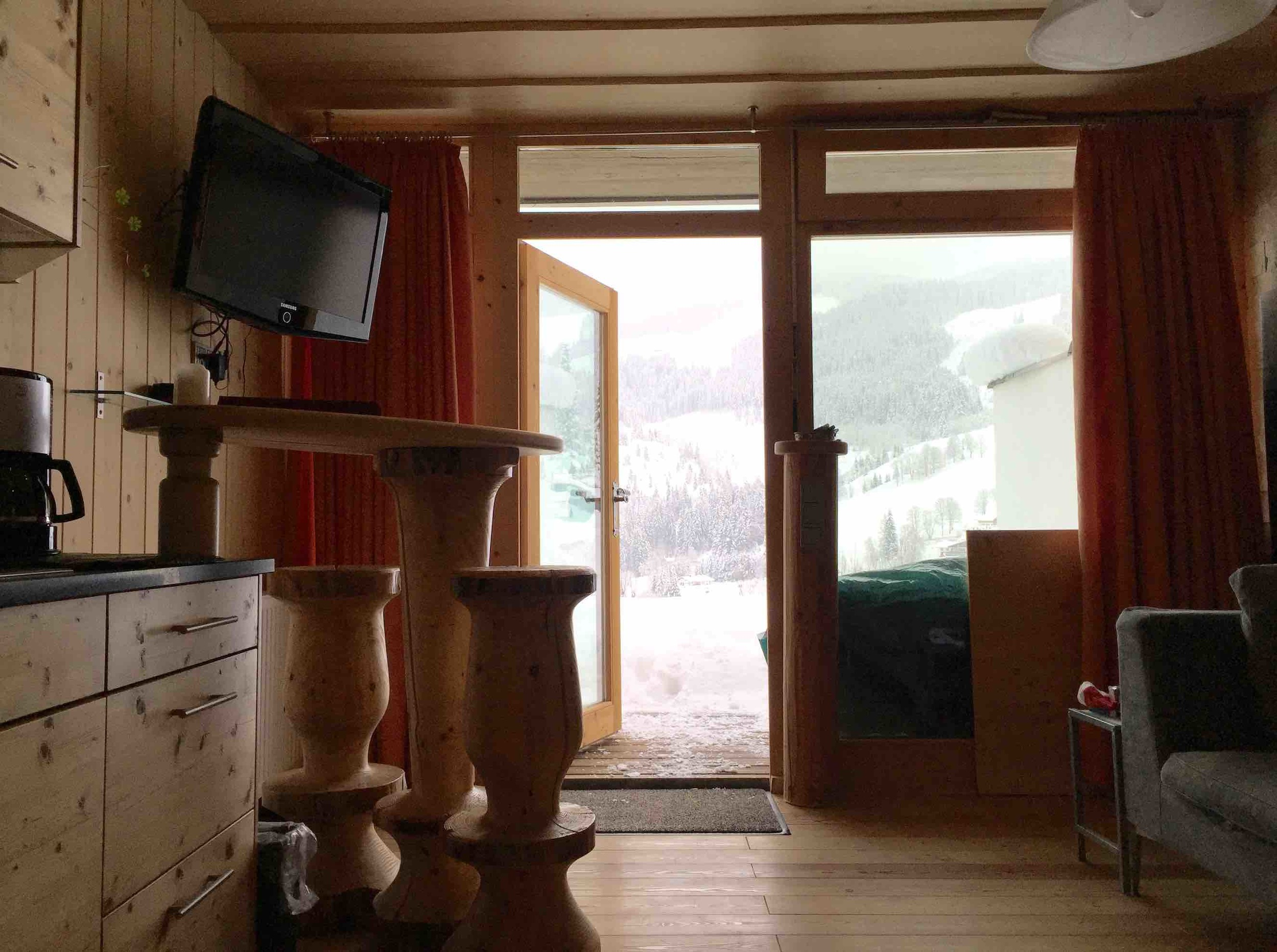 Appartementhaus_Tür.jpg