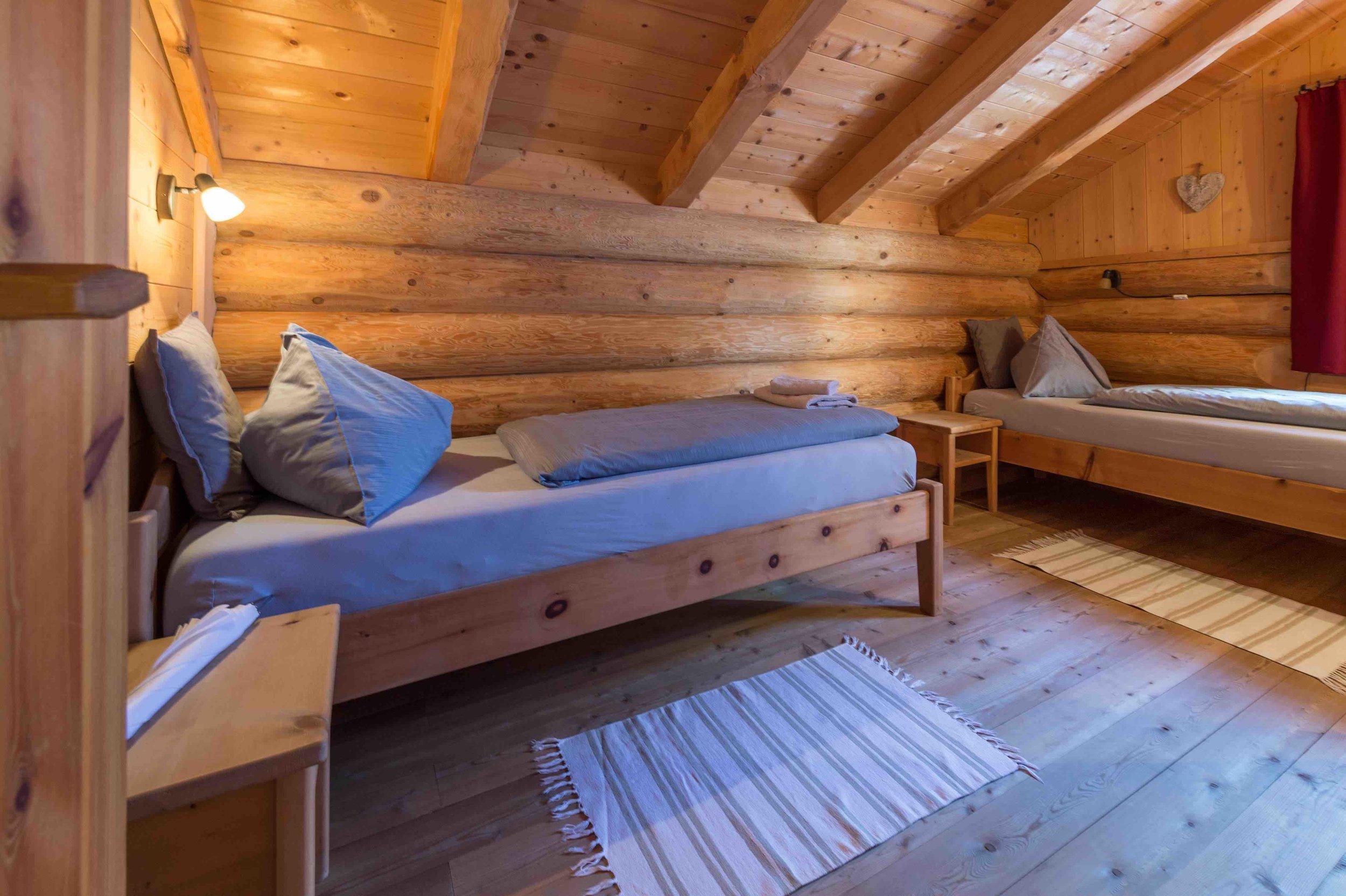 2 Doppelzimmer und 1 Dreibettzimmer
