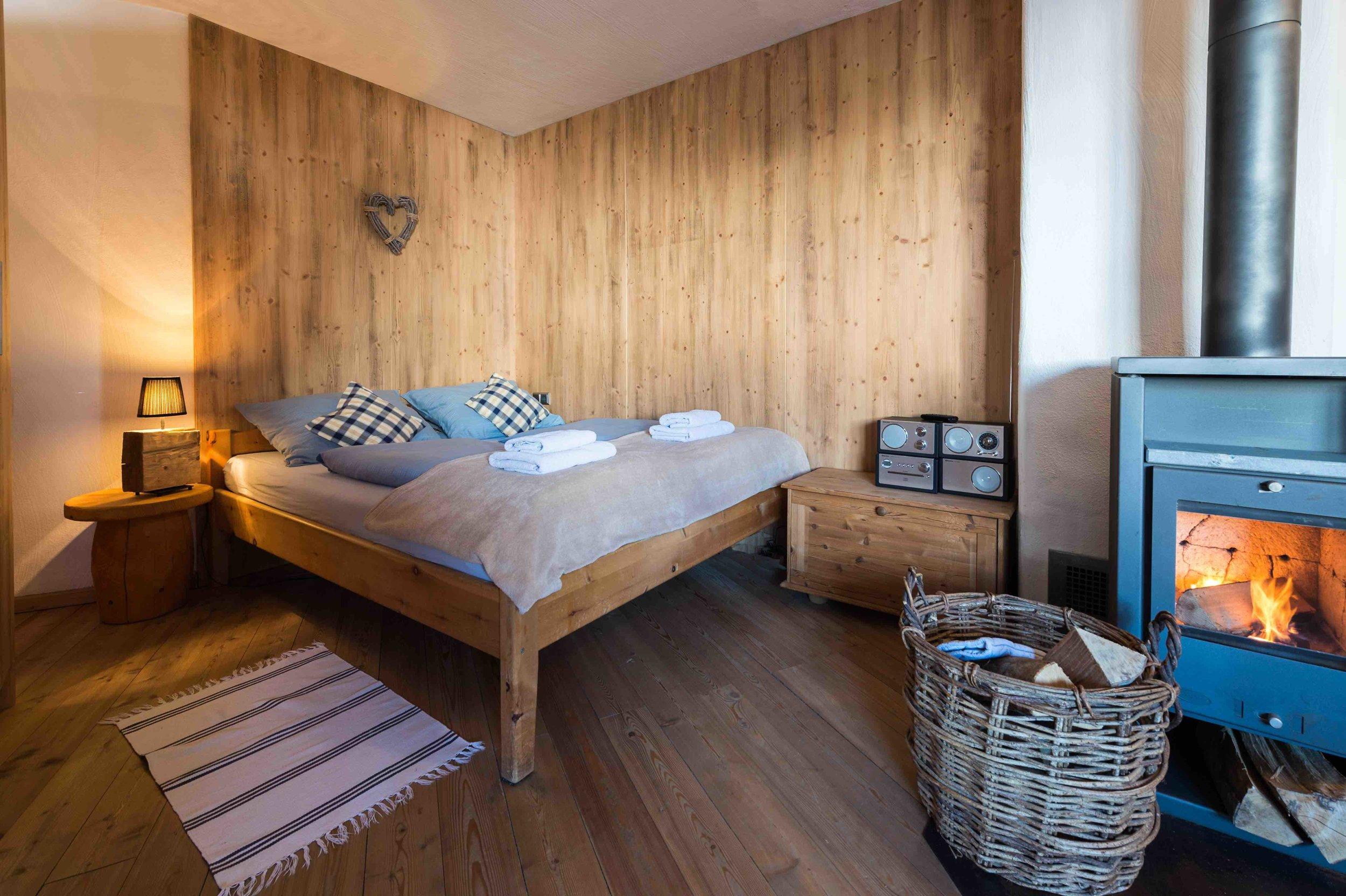 1 Zimmer Appartement mit Kaminofen