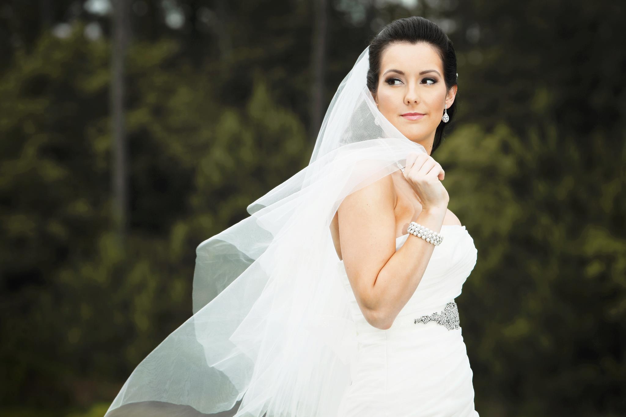 Bride Holly Morris 001.jpg