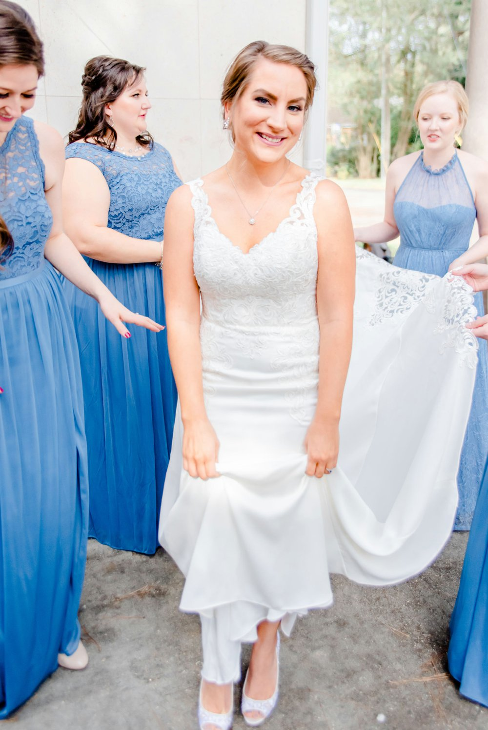 a8c56a31-blue-and-green-garden-wedding-in-la_0002.jpg