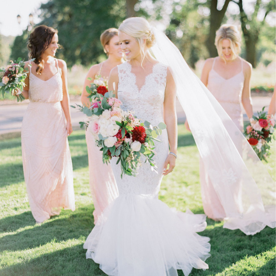From modern-minimalistic to fairytale-romantic style weddings - We design luxury wedding flowersEverything about your floral designs depends on who you are. We design each floral look specifically for each couple's celebration. We factor in the variability of flower growing seasons and use color, tone, and texture to stick to the integrity of your vision.