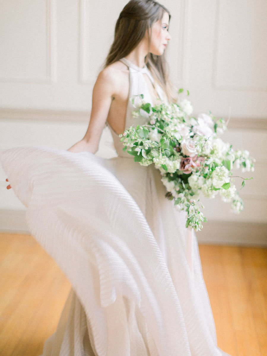 modern-sophisticated-romantic-bridal-inspiration.jpg