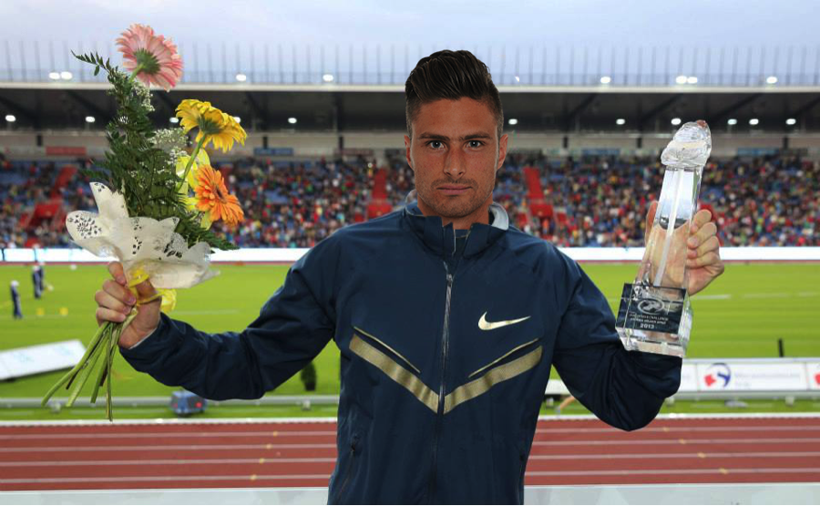 Olivier Giroud picks up the 2014 trophy for 'biggest prick'. Voted in by the fans.