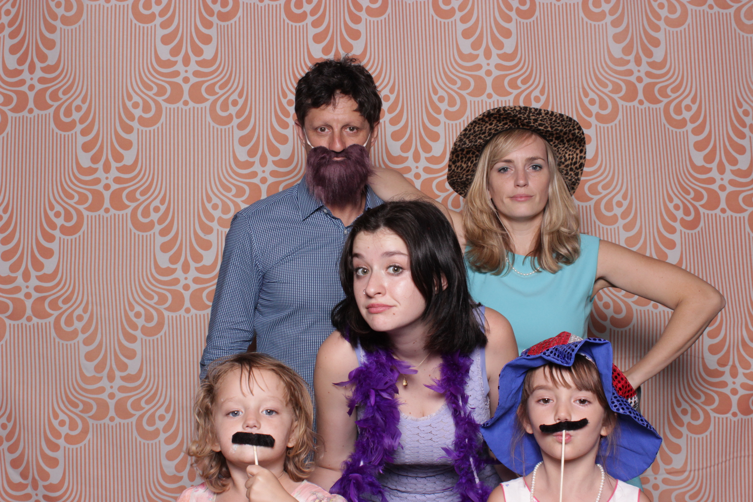 chico-photo-booth-rental-family-group-shot