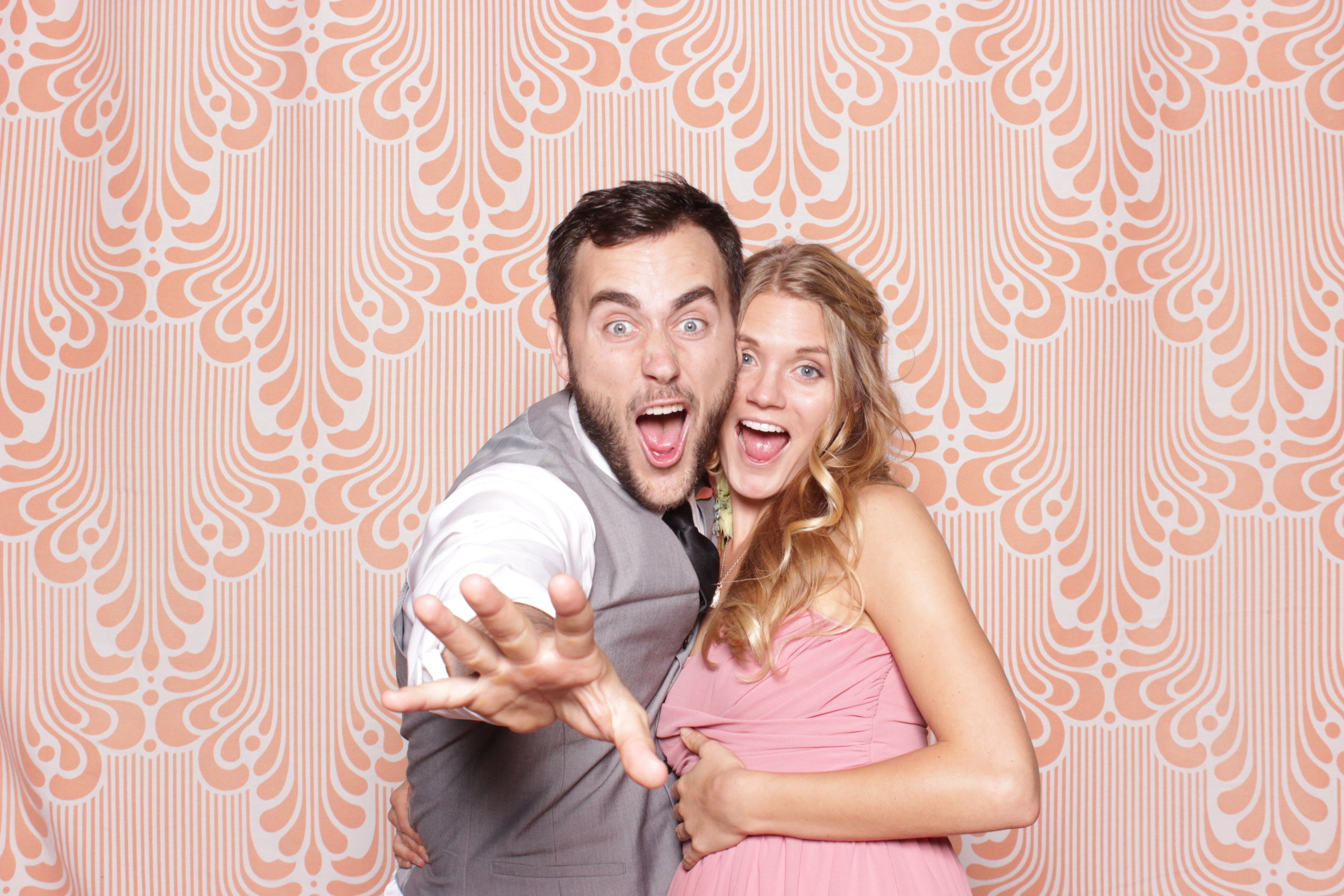 cool-backdrops-chico-photo-booth-peach-white