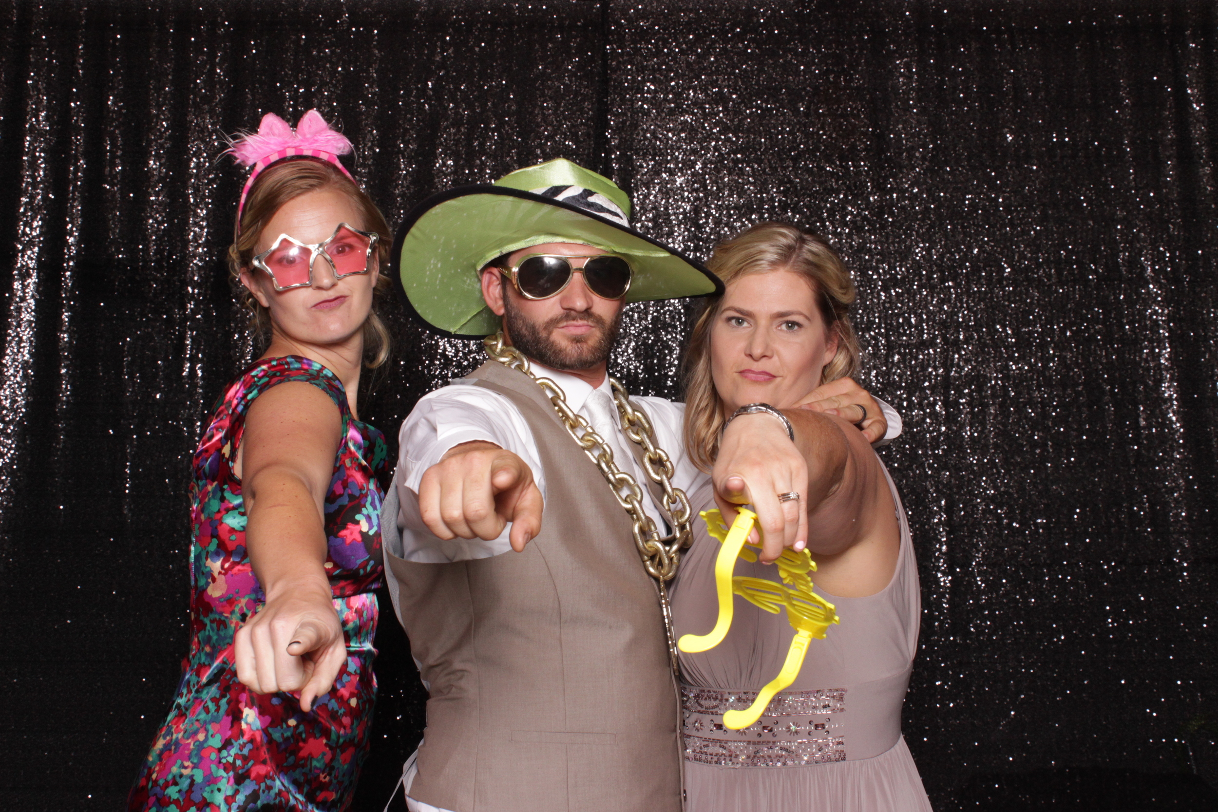 wedding-chico-open-air-photo-booth-hats