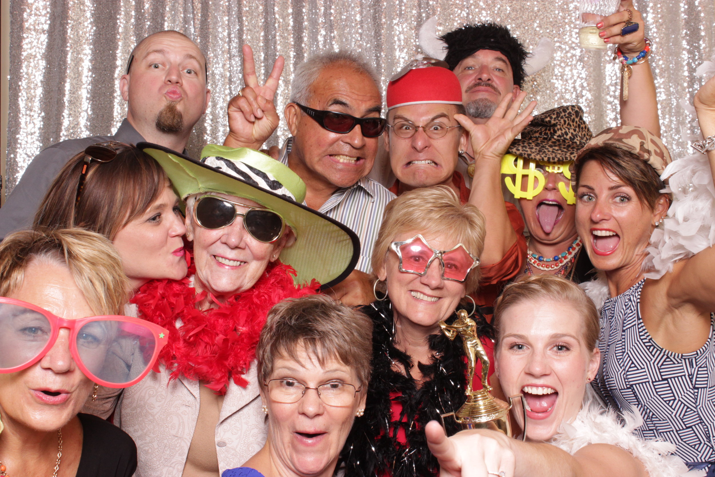 photo-booths-good-for-large-groups