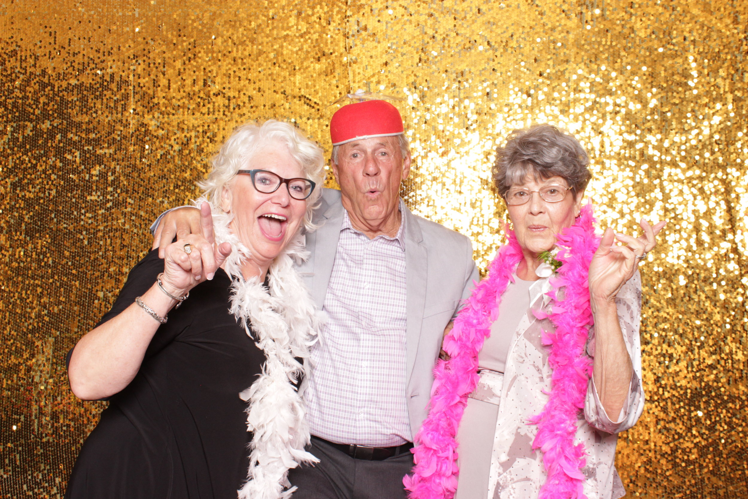 wedding-butte-creek-country-club-photo-booth-rental.JPG
