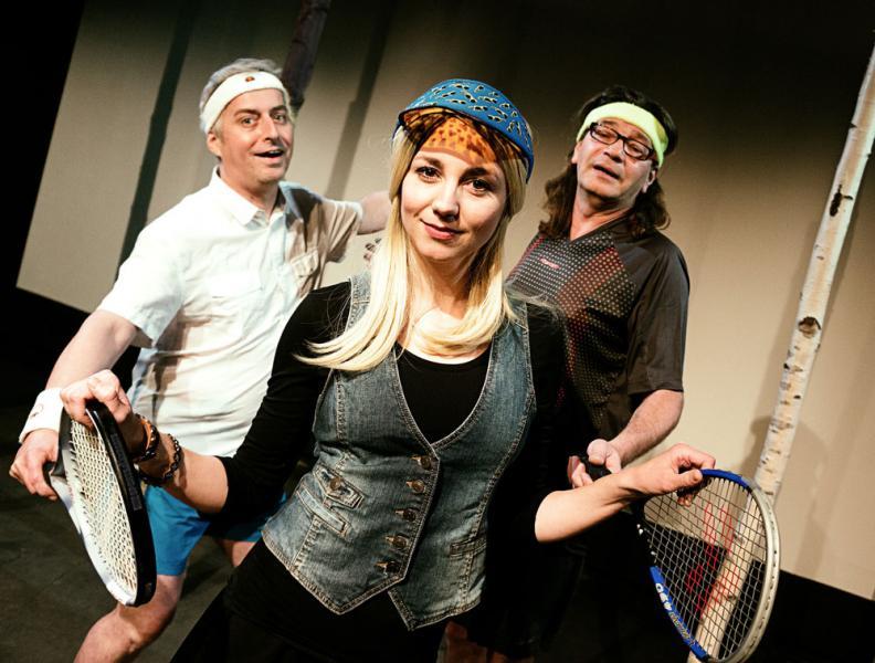 Halbgroßes Tennis: Alfred Haidacher, Kerstin Raunig und Bernd Sračnik © Theater im Keller