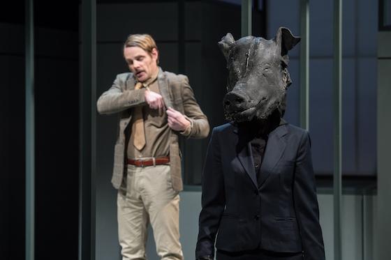 Theo Helm und im Schwein Ulrike Arp © Jan Friese