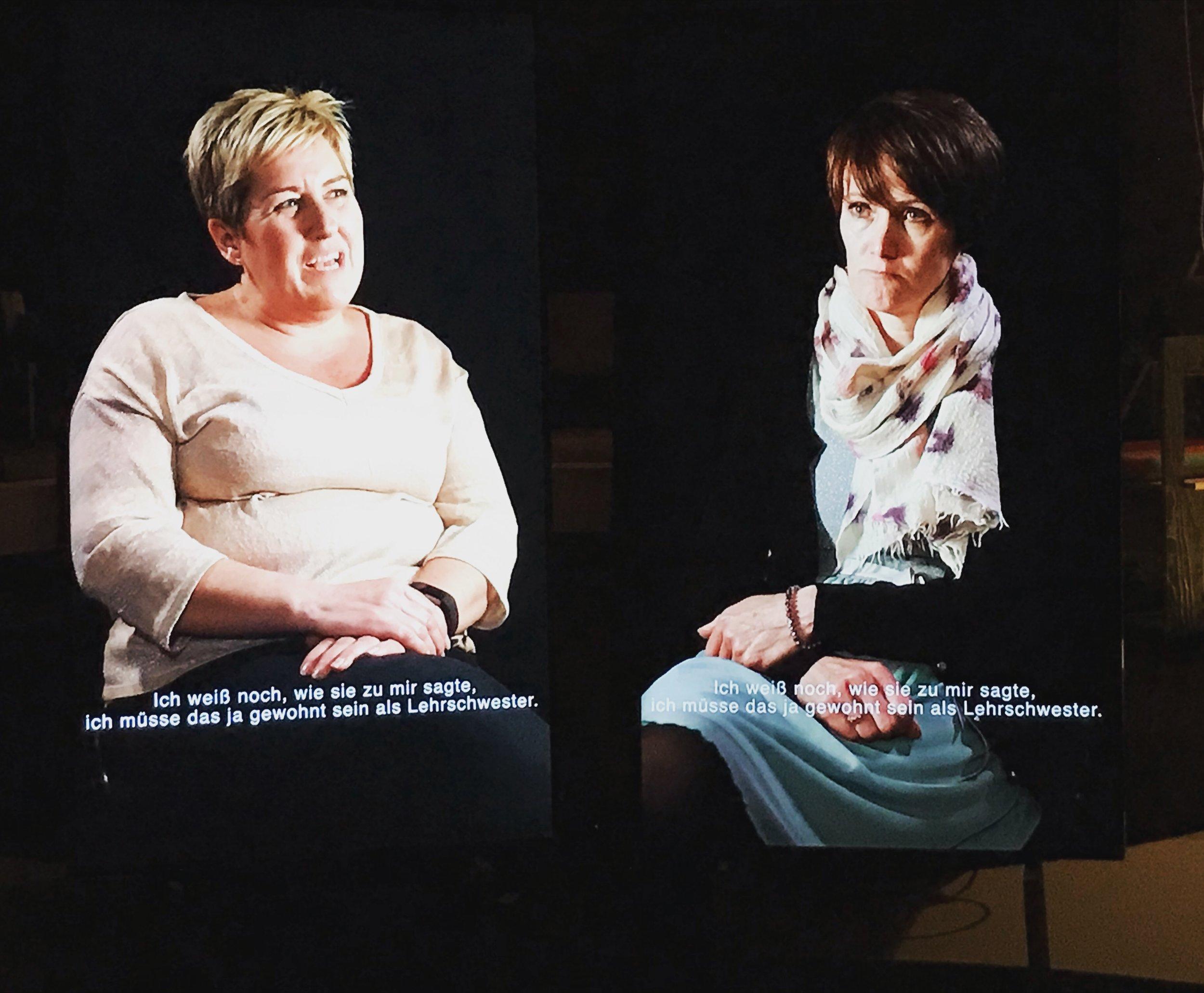 """""""Donna & Cath"""" aus """"Tod und Geburt in meinem Leben"""" von Mats Staub, fotografiert beim Festival der Regionen in Perg"""