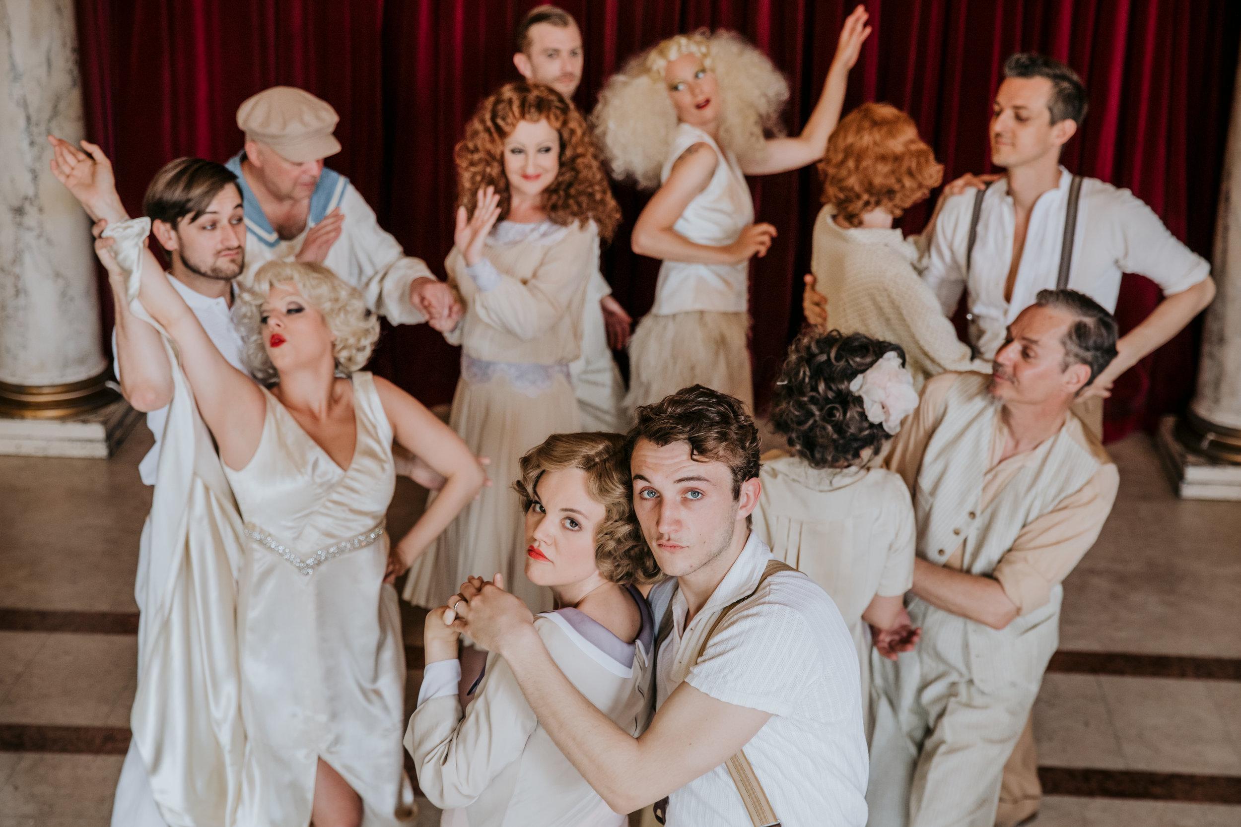 """Das Ensemble der """"Pferde"""" © www.lupispuma.com/Volkstheater"""