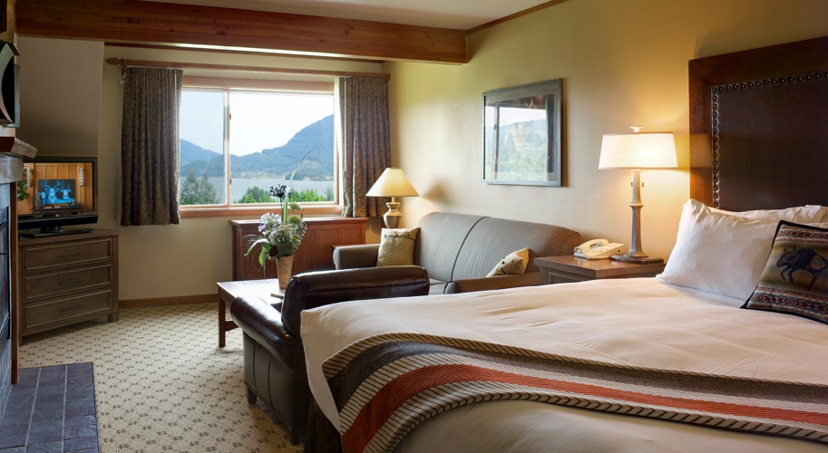 SKAMANIA ACCOMMODATIONS PREMIER RIVER FIRESIDE WITH KING BED Maximum JPEG CROPPED 913x500.jpg