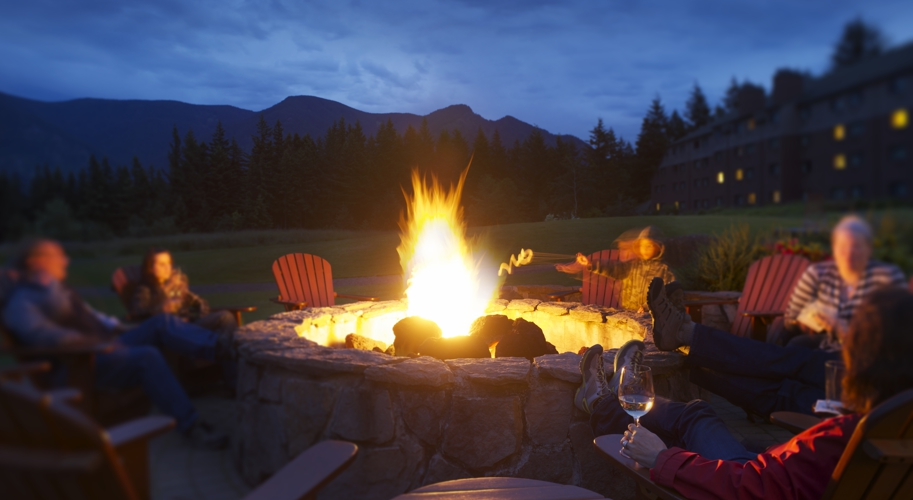SKAMANIA OVERVIEW SIGNATURE FIREPIT AT NIGHT Maximum JPEG CROPPED 913x500.jpg