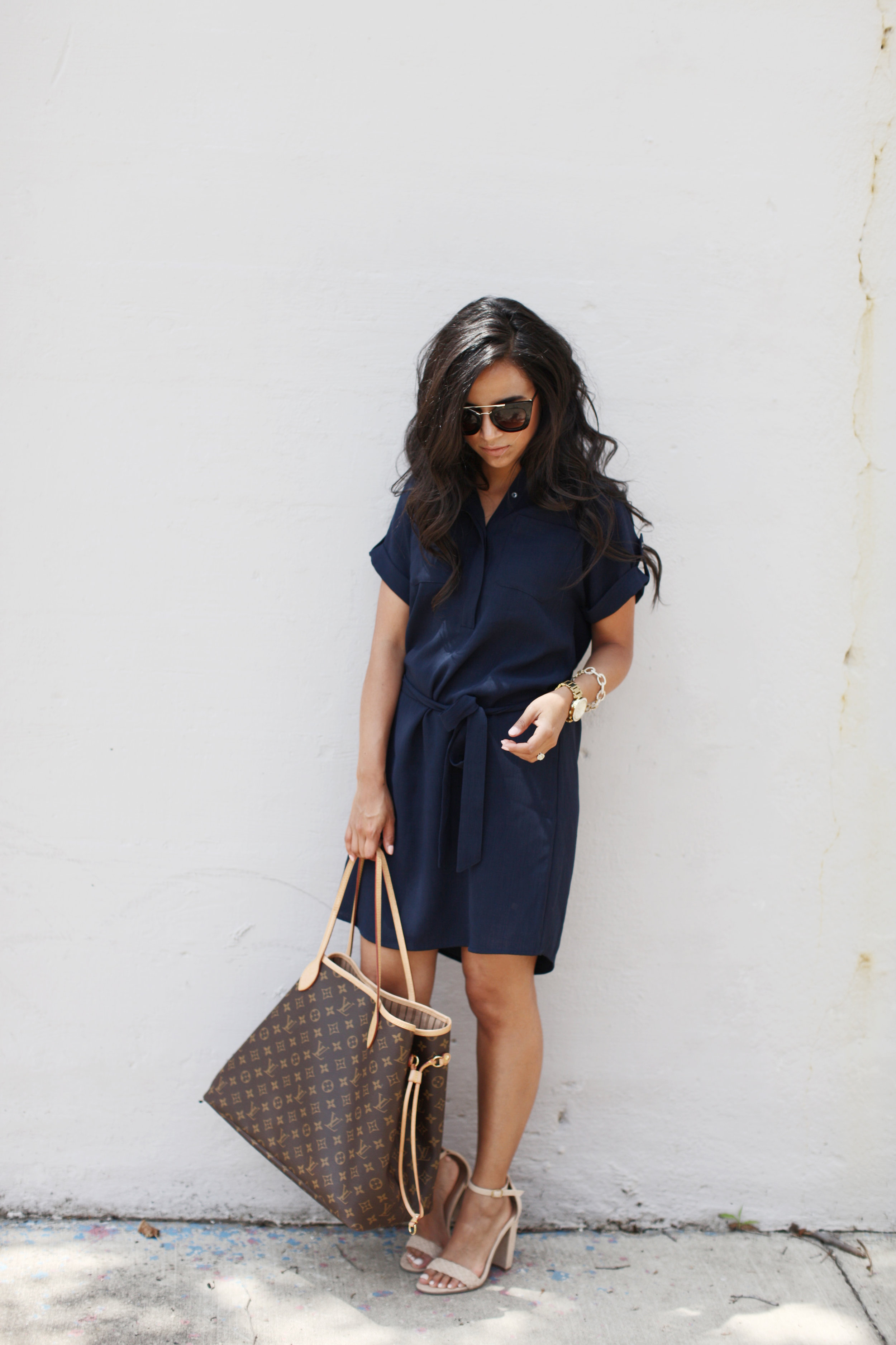 FRIDAYS AT WORK...THERE IS SOMETHING ABOUT FRIDAYS THAT JUST MAKES ME WANT TO DRESS DOWN. WHETHER IT'S THROWING ON A PAIR OF JEANS WITH A BUTTON UP AND NUDE PUMPS OR A FUN SHIRT DRESS LIKE THIS ONE! -