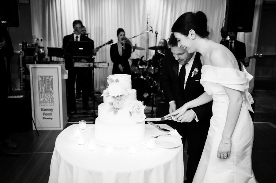 Le_Parker_Meriden_NYC_Rainy_Day_Wedding_TB_0050.jpg