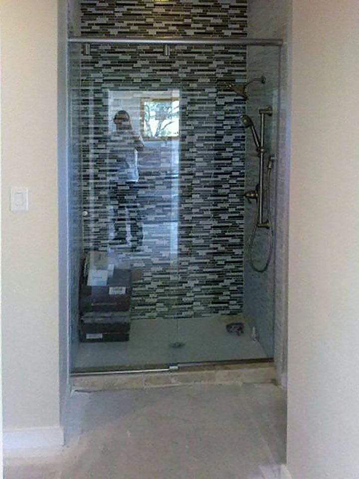 Sliding_Glass_Shower_Door_09.jpg