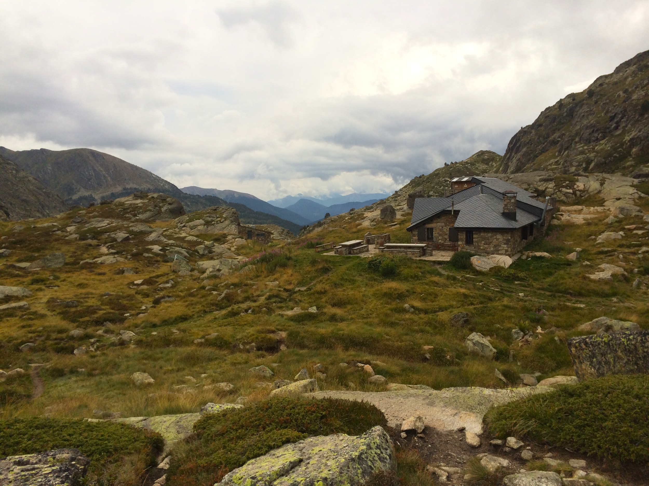 Refugi Guardat de Juclà. A hut that is an easy hike from Valle d'Incles.