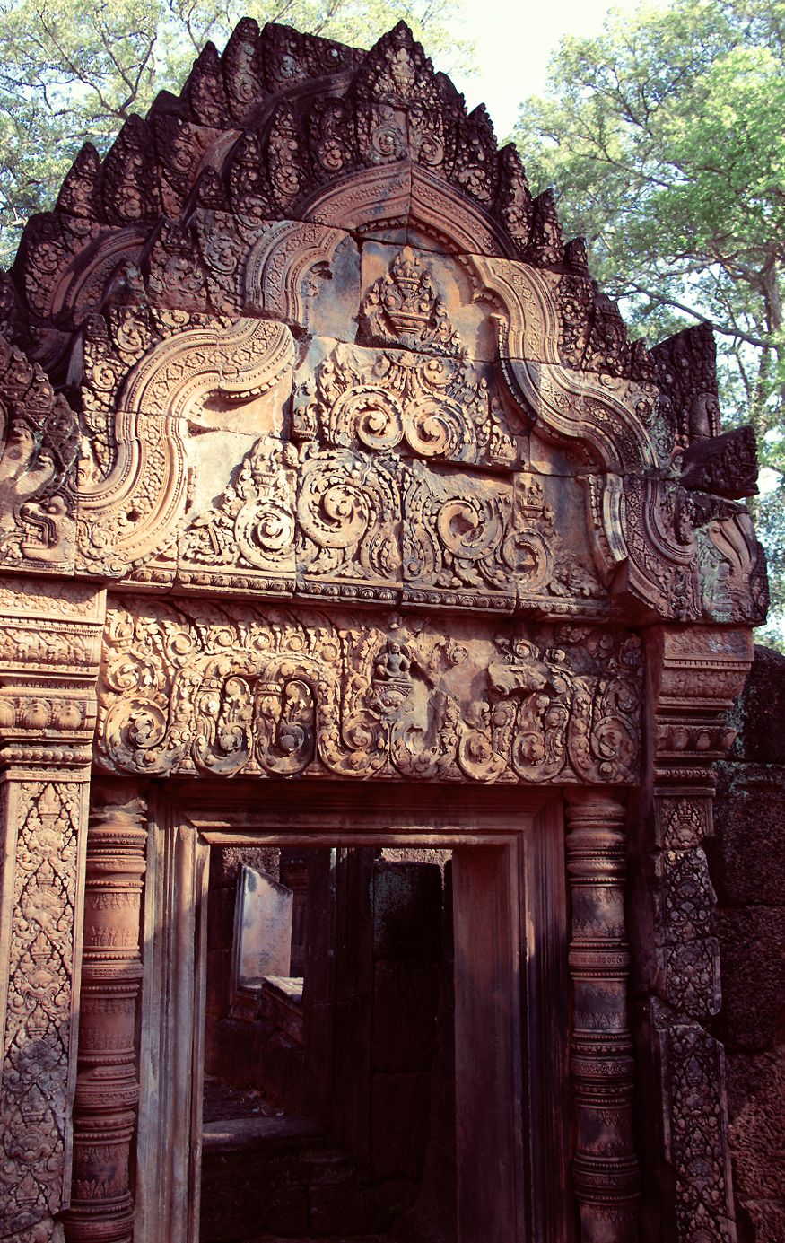 Doorway with kala, a monster that symbolises time,in Banteay Srei, © Claire Orrell 2014