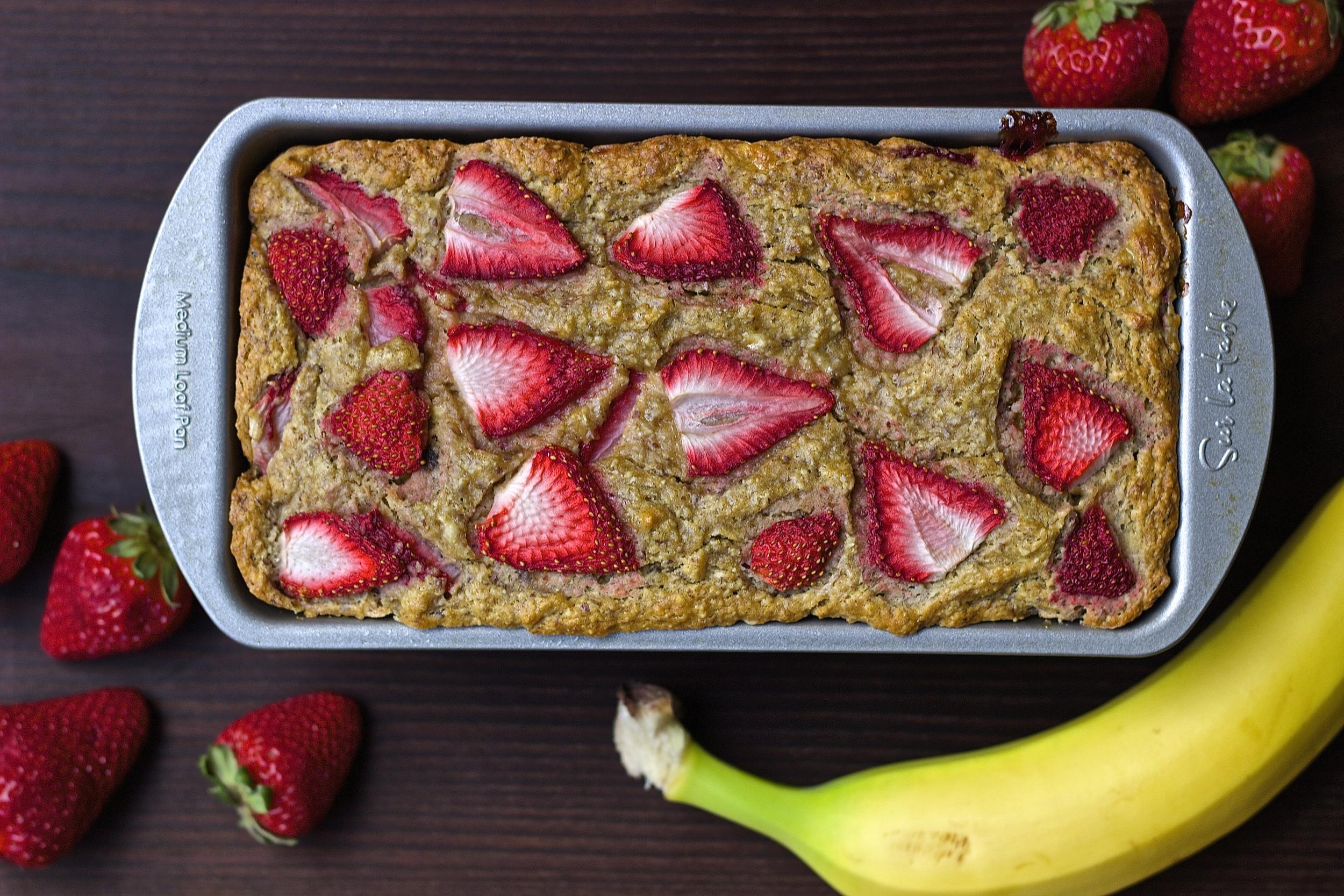 Whole Wheat Strawberry Banana Bread {vegan + naturally-sweetened} | Kneading Home