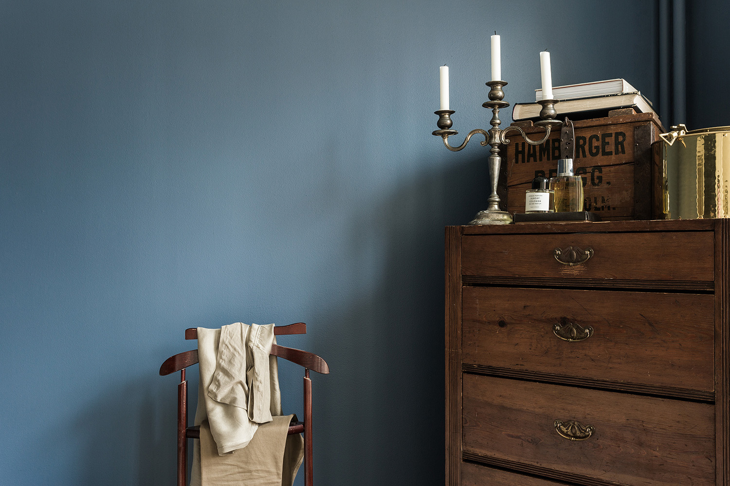ff_interior_mikaelcreative_photography_still life_chair_drawer_1.jpg