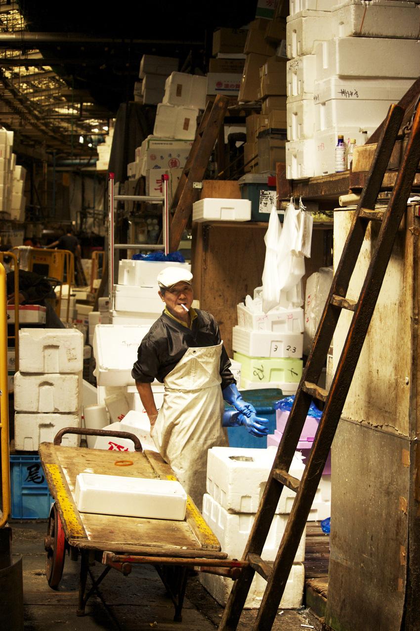 Tsukiji fishmarket 18.jpg