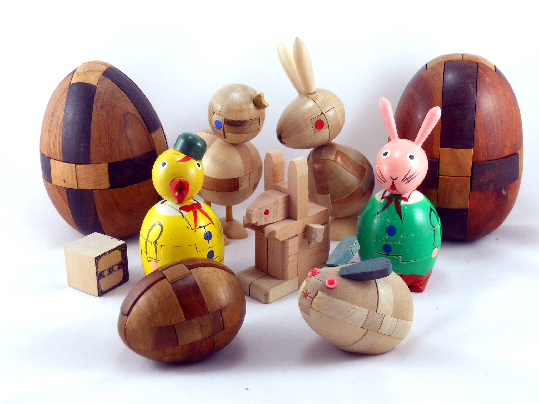 The two painted figures are from Shackman and were sold as Easter gifts.