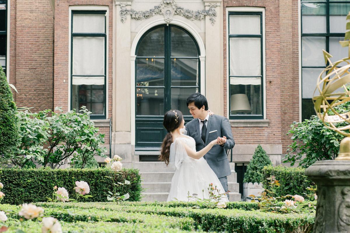bruidsfotograaf-in-garden-museum-van-loon-amsterdam