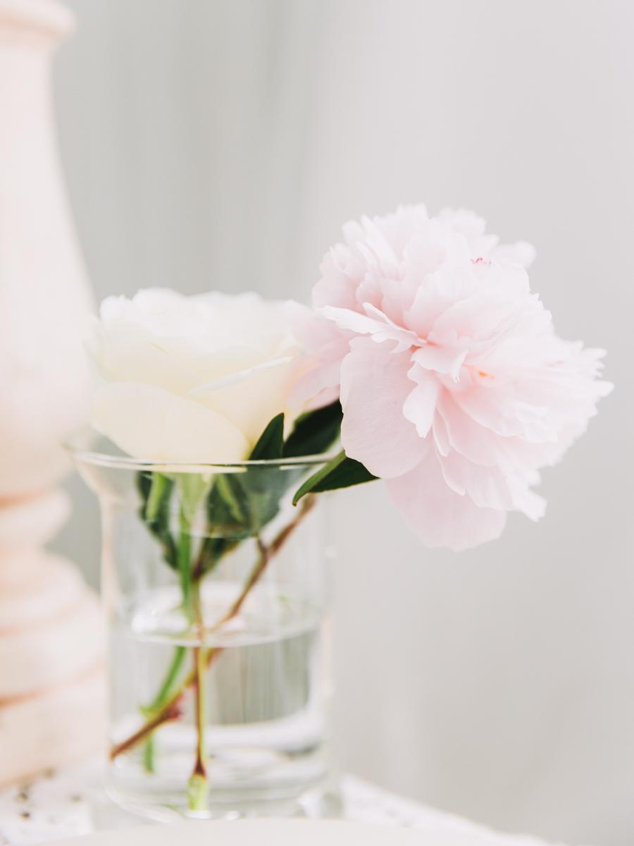 soft-pastel-pink-table-arrangement