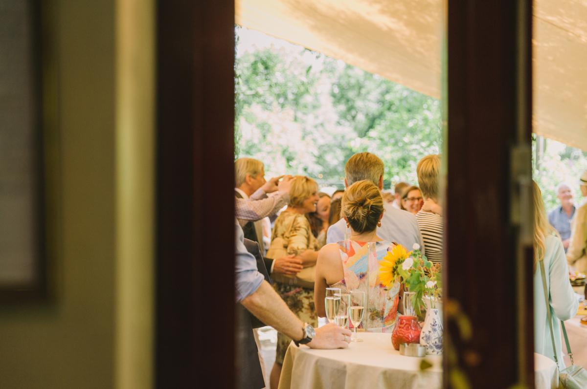 huwelijk-Vijverschie-farmhouse-outdoor-wedding-Delft