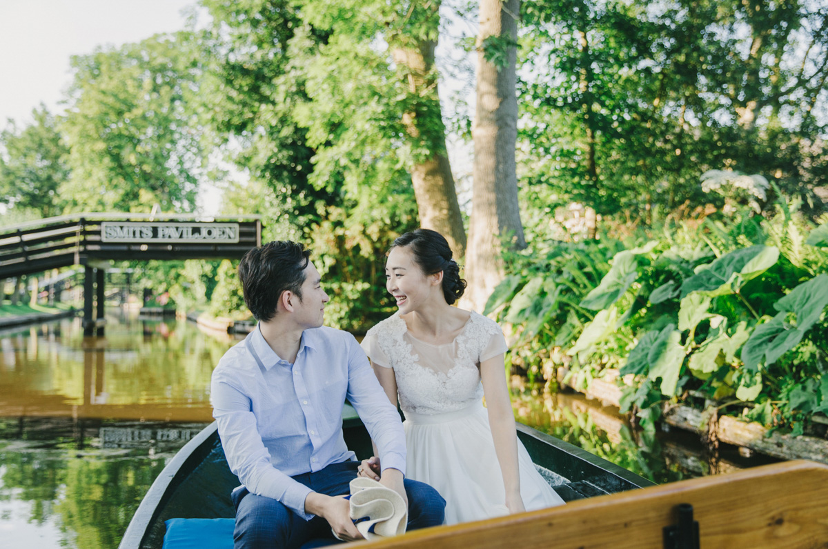 romantic-wedding-on-a-boat-in-dutch-venice-giethoorn