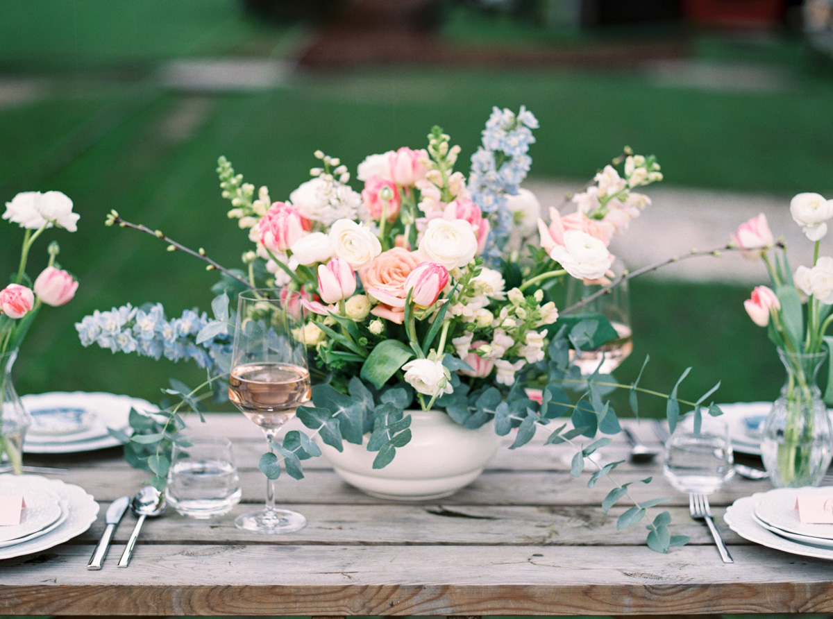 Rustic_wedding_reception_table_setting_inspiration_feestlocatie_decor