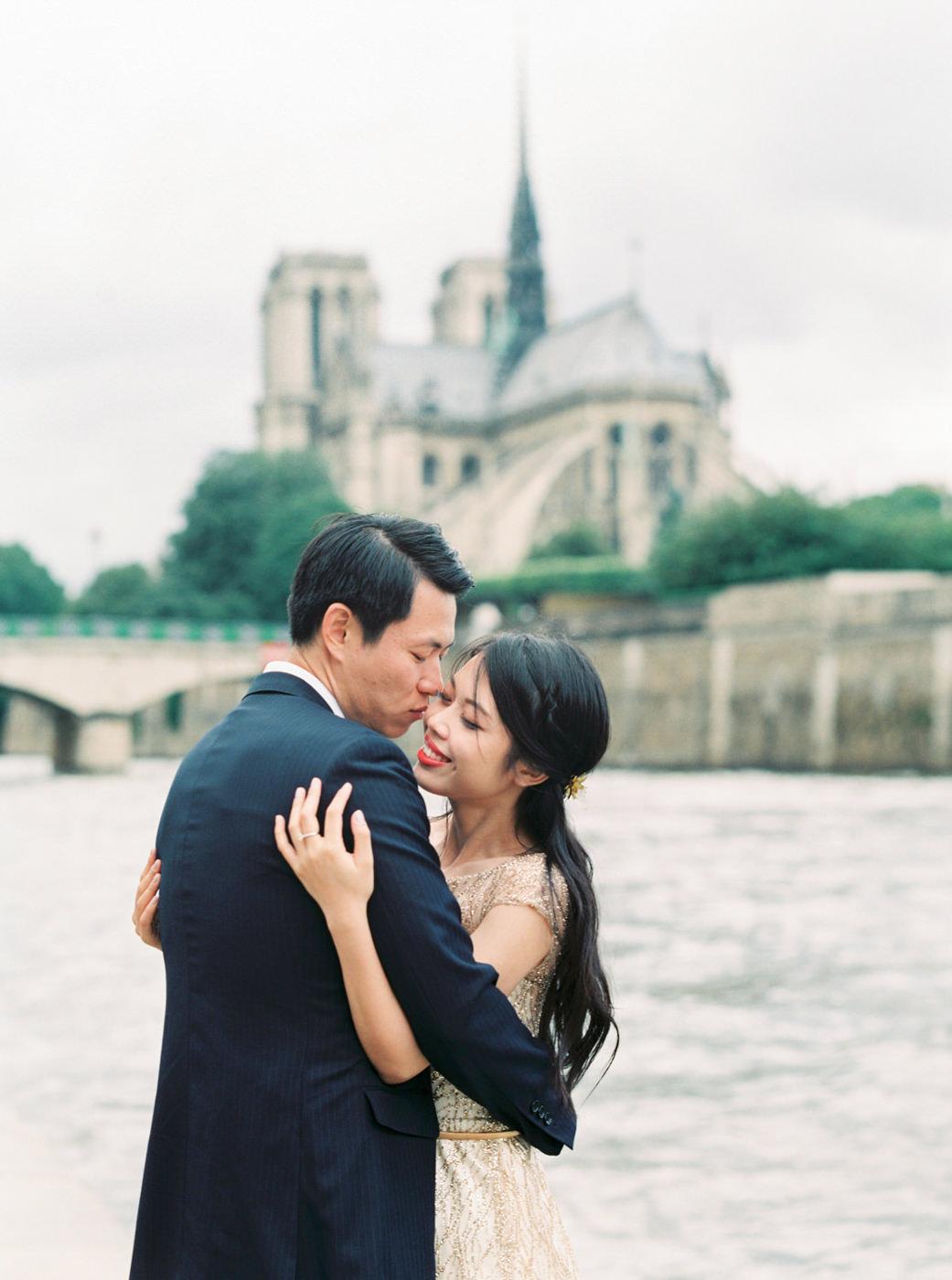 Paris_Wedding_Photographer_de_Seine_Elopment_Photoshoot_Engageme