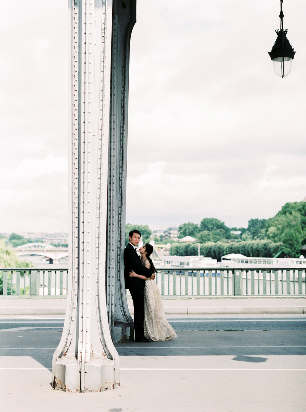 Paris_Wedding_Photographer_Pont_de Bir-Hakeim_Elopment_Photoshoo