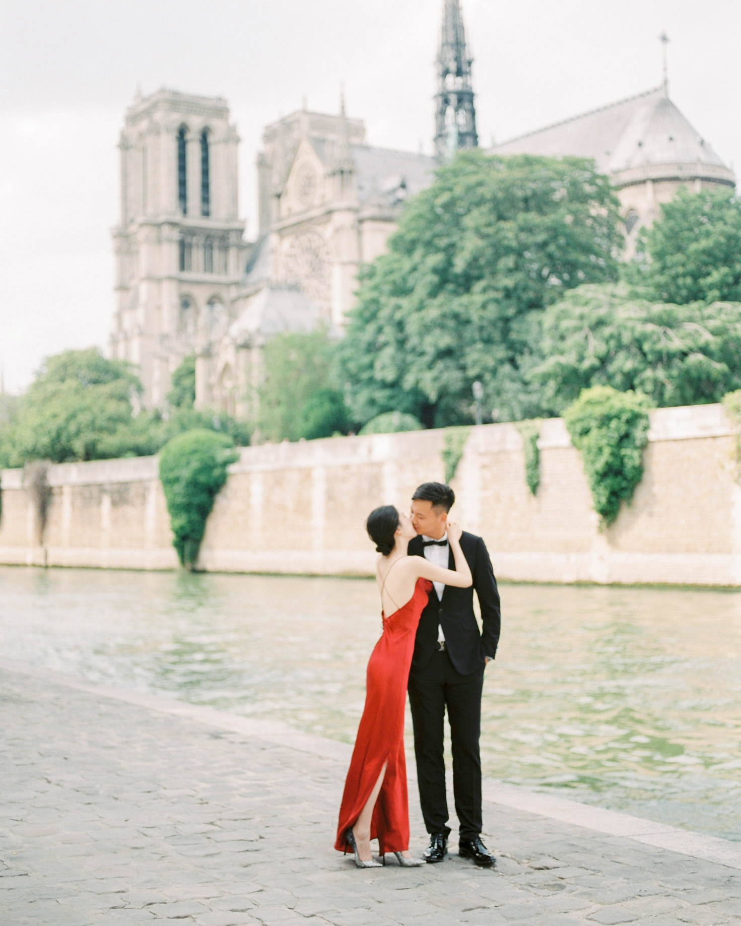 prewedding at la seine   paris, france