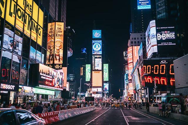 New York random. . . . . . . . #nyc #newyork #fujifilm #vsco #timessquare #lga #ewr #line #manhattan #fujifeed #35mm #bubbagump #neon #lights #autumn #nyc #fujifilmusa