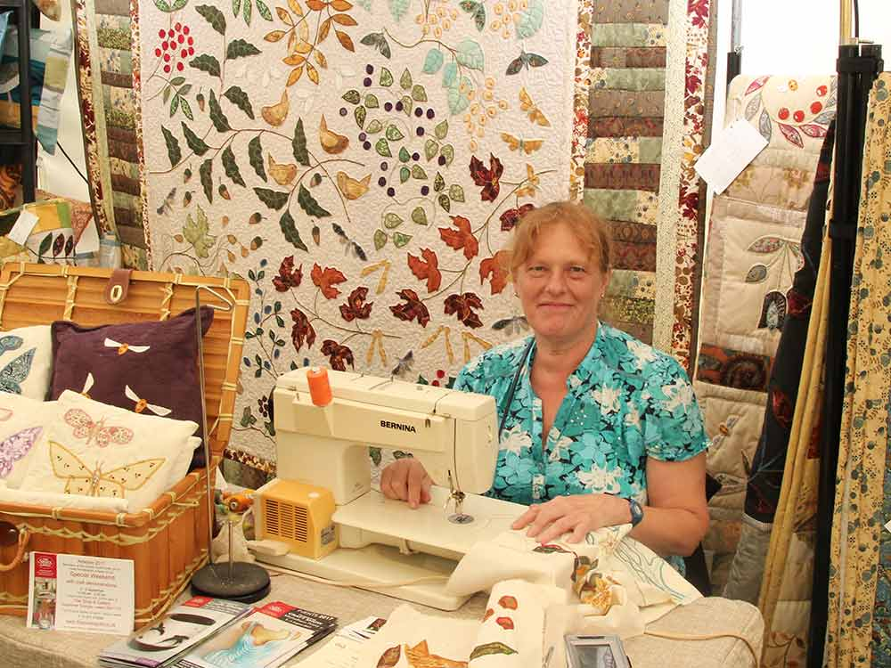 Louise-Bell-demonstrating-quilts.jpg