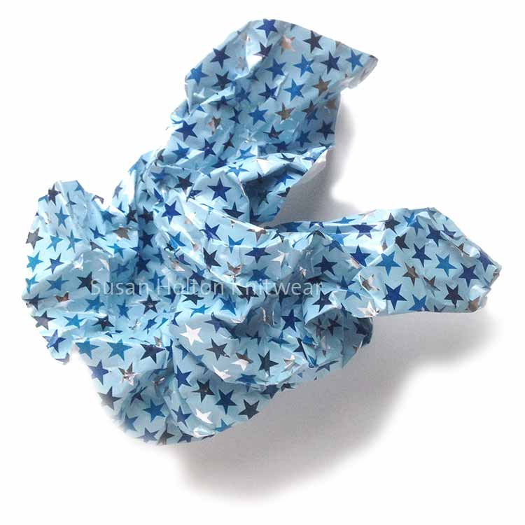 Unique, handmade, gift wrap ideas that are also creative and eco-friendly as alternatives to bought wrapping paper. Stylish, fun and sustainable DIY ways to wrap your gifts for family and friends. #sustainable #eco #friendly #DIY #Christmas #gift