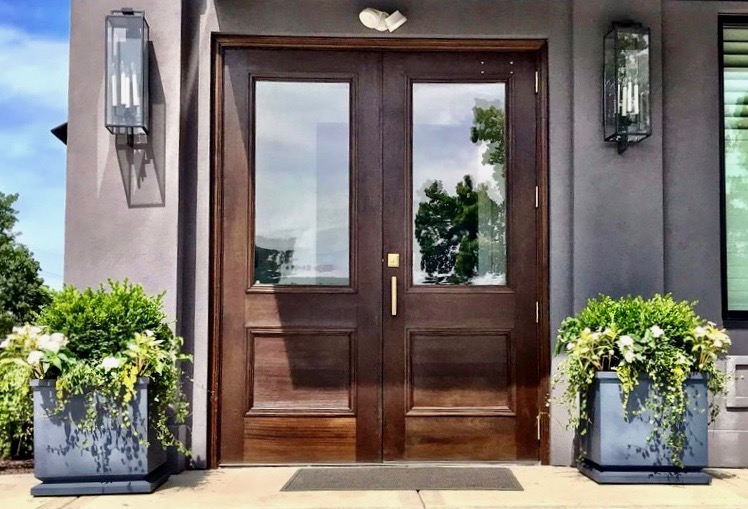 Curb Appeal Shout Out!    Dr. Hannah Vargas reached out to Julie for help with finding the perfect planters for her new office, Vargas Face and Skin Center in Prairie Village, KS. During their initial meeting, Dr. Vargas told Julie she wanted planters with simple, clean lines.Together they decided on four gorgeous zinc footed estate planters from Restoration Hardware (two for the front entrance and two for the back entrance). Dr. Vargas wanted green and white plants so Julie used boxwoods, sunpatiens, angel vine and pentas for the win!