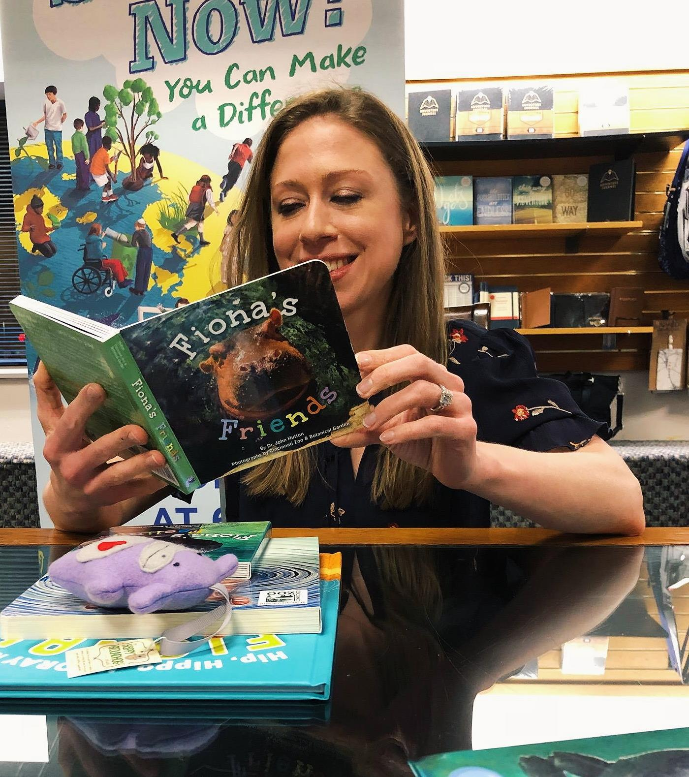 "Chelsea Clinton reading blue manatee press's ""Fiona's Friends"". She's a big fan of Cincinnati Zoo's Fiona the Hippo!"