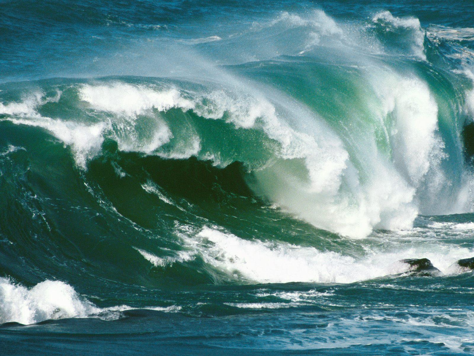 bulkupload_Ocean-Wallpaper_North-Island-Waves-New-Zealand