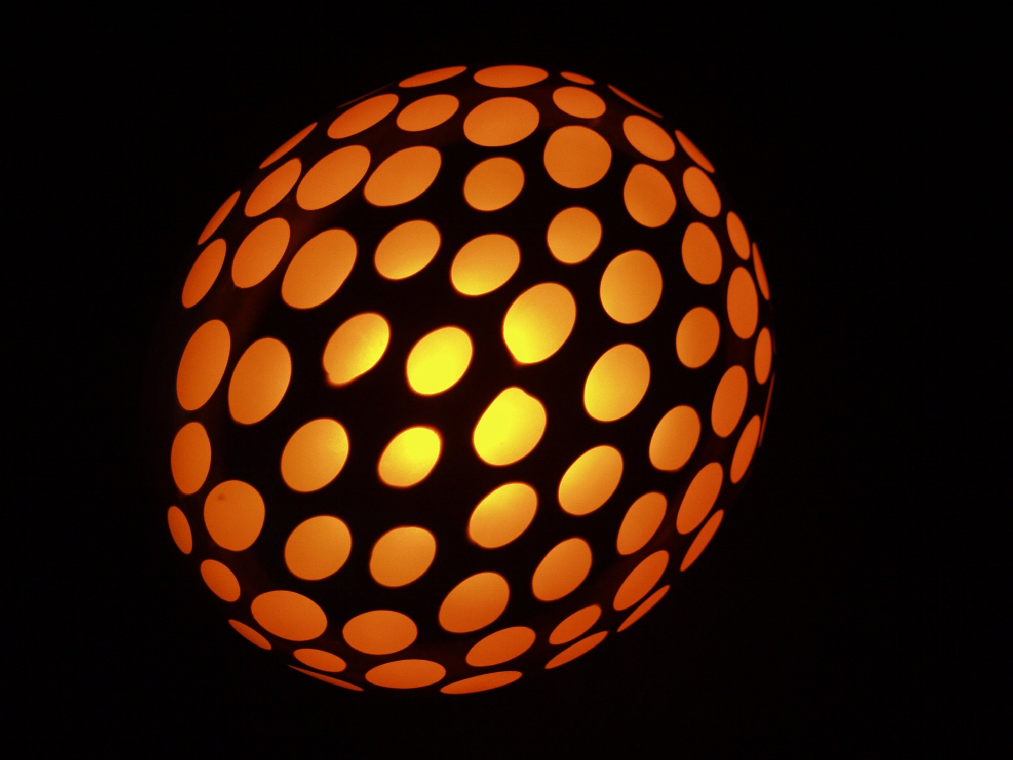 Lit by Xenon low voltage bulbs, the tentacle ends are ground in a batutto technique, resembling a hammered texture and exposing the melon color underneath.