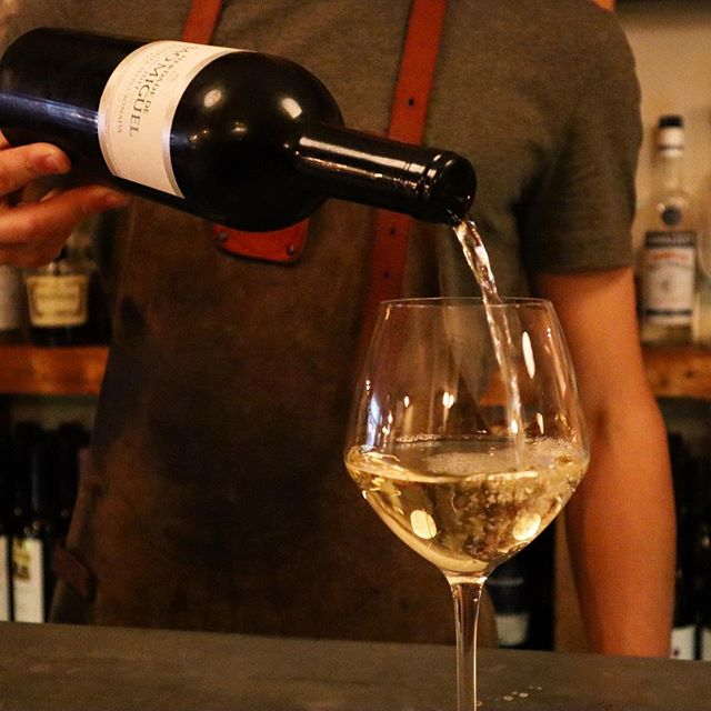 Have you tried a glass of our Sao Miguel yet? 👀 this white wine goes perfectly together with our seafood tapas 🤤 imported from Portugal, hand harvested and ripened 6 months in french oak barrels 💫 a full body  along with excellent harmony and a well-balanced finish 🍷 . . . . . . . . .  #scheveningen #cafedebayonne #basque #cuisine #closetothebeach #kaizerstraat #thehague #thehaguedaily #dinnertime #datenightout #foodie #wine #saomiguel #whitewine