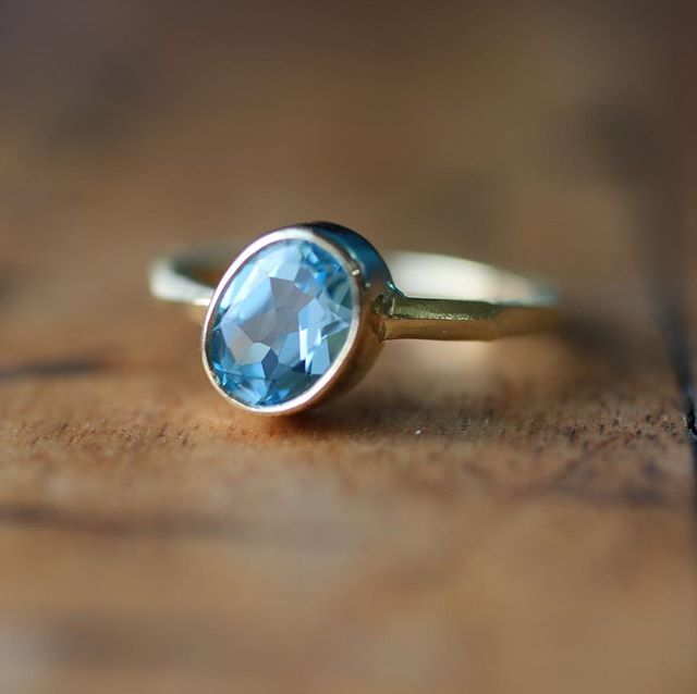 Happy Sunday folks 😊here's a recent commission for a beautiful oval topaz set in 18ct gold. We're all set up at the @thefromeindependent today. Come and say hi if your local 😍