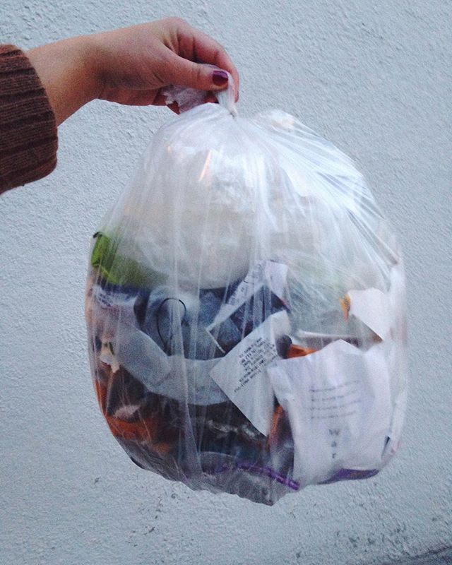 Takin' out the trash for the first time in 2019; actually, for the first time since December. • I'm still learning a lot about reducing my waste (damn my deep love of chips), but this feels like a moment worth celebrating. • What have I noticed since making a conscious change to lower my footprint on this planet? I spend less money, i cook more and am learning so many new skills to repair and preserve what I already have. • Understanding my personal consumption is one thing, but living within a system that is fuelled by consumption and operates on a waste-for-ease mindset is hard. It's also hard navigating sustainable practices when living in a place where the winter is so harsh and requires more resources to do things like eating a nutritious meal and keeping your home warm. But I thank the creative, radical and caring folks who teach me so much. Folks like @_wastelandrebel_ @zerowastedork @zerowastehabesha @fortnegrita • And in the spirit of helping this movement grow: if you're thinking about finding ways to reduce your impact and you have questions, I am always happy to help!
