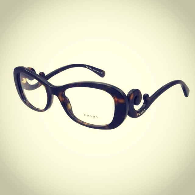 #prada #frame #glasses #eyewear #optical #tort #plastic #womanswear #womansfashion #modernoptical @prada @luxotticagroup