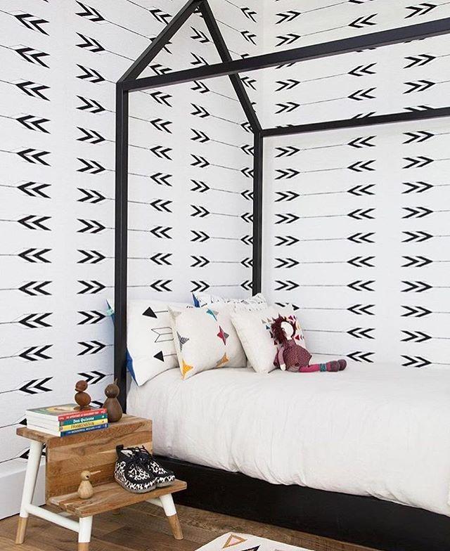 Sweet kids corner in Tapestry wallpaper styled by @maisonetteworld 💞📚photo by @NathanielHenry